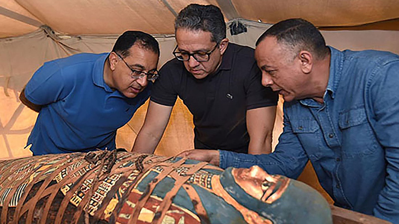 Archaeologists discover 60 Egyptian Coffins 20 miles from Cairo, sealed over 2,500 years ago